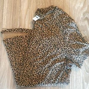 Luxe soft Old Navy leopard tee small